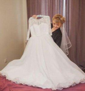 Свадебное платье .возможен торг!