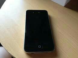 Продам Iphone 4s на запчасти.