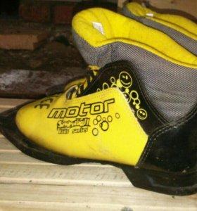 Ботинки лыжные 33 размепа