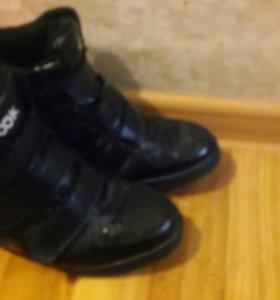 Ботинки сникерсы р.37