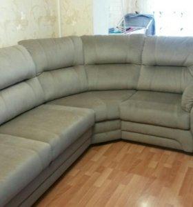 Угловой удобный диван + двуспальная кровать.
