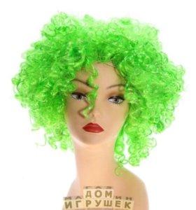 Парик зеленого цвета