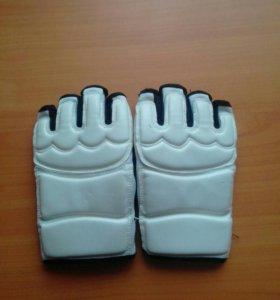 """Перчатки для занятий """"Каратэ""""."""