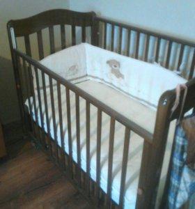 Детская кроватка + матрас+ бортики