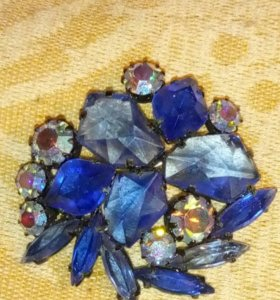 Брошь с синими камнями