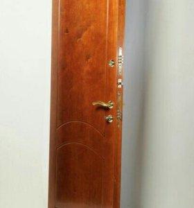 Входная деревянная дверь от производителя.