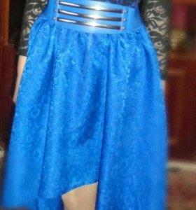 Платье со шлефом