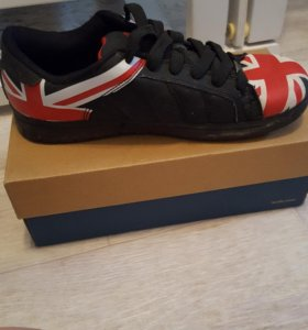 Кроссовки с британским флагом