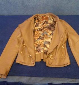 Куртка весенняя. Размер S (40-42)