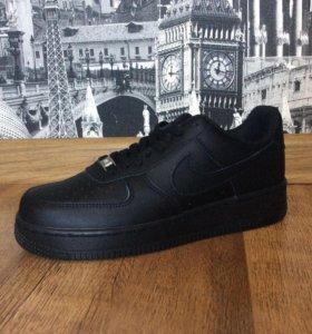 Новые кроссовки Nike Air Force