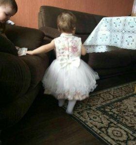 Платье на годовалую девочку.
