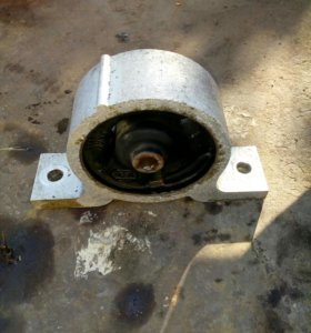 Подушки крепления двигателя Б/У Nissan Sunny