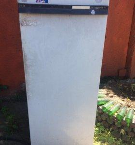 Старый холодильник. Не рабочий.