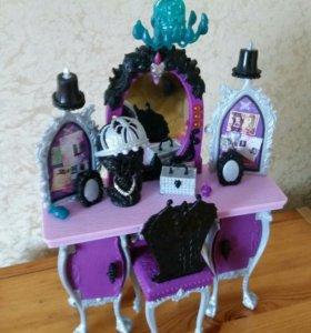 Туалетный столик для куклы Рейвен Квин Ever After