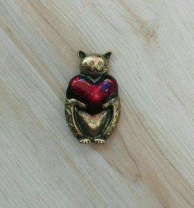 Новая брошь Кот с сердечком