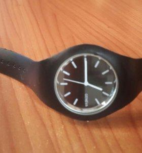 Кварцевые стильные молодежные часы