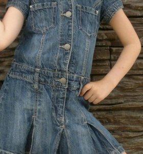 Джинсовый сарафан-платье.