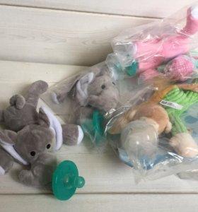 Пустышка-прорезыватель с игрушкой