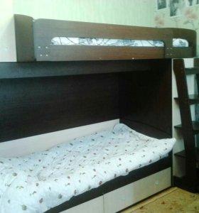 Двух ярусная кровать.