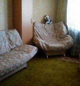 Диван, кресло, пуф.