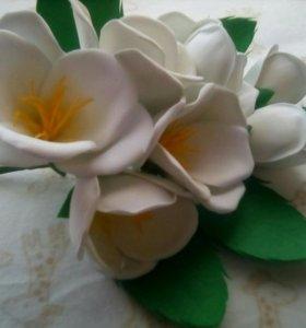 Ветка с цветами в прическу