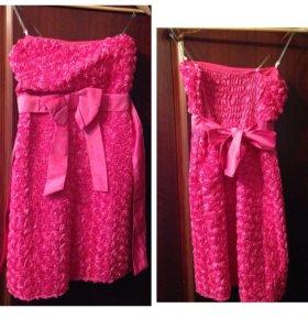 Платье ярко-розового цвета