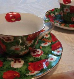 2 кофейные чашки.