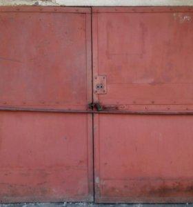 Гаражные ворота.