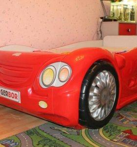 Детская мебель (кровать-машинка)