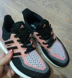 Кроссовки новые Adidas р40,41