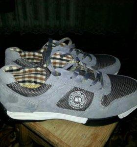 Абсолютно новые кроссовки!!!!