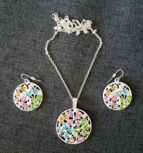 Посеребренный набор с разноцветными камнями