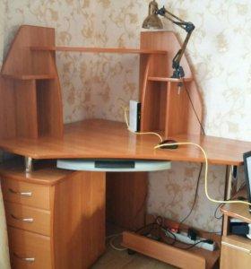 Компьютерный стол в отличном состоянии