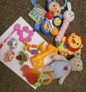 Игрушки ,соски для малышей