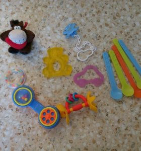 Игрушки и нужности для младенца