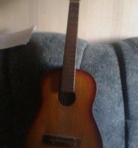 Акустическая 6ти струнная гитара