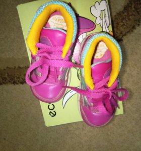 Очень милые кроссовочки для малыша