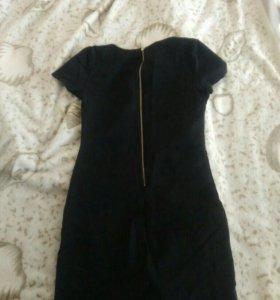 Платье черное. На миниатюрную девушку.