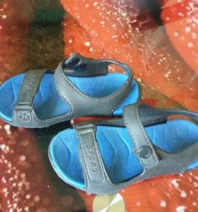 Резиновые сандалики