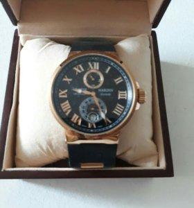 Часы в подарочном футляре