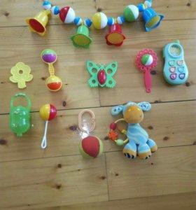 Набор развивающих игрушек погремушек
