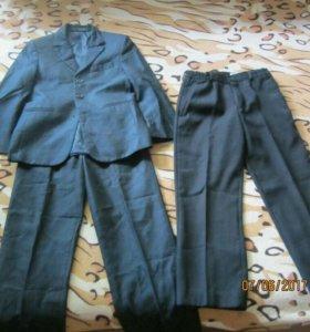 форма на мальчика синего цвета. чёрные штаны