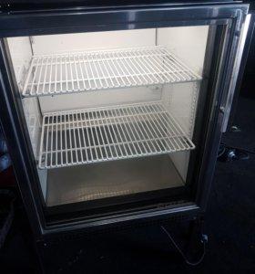 Холодильный шкаф подстольный со стекляной дверью