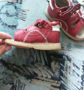 Ортопедические сандалии Twiki