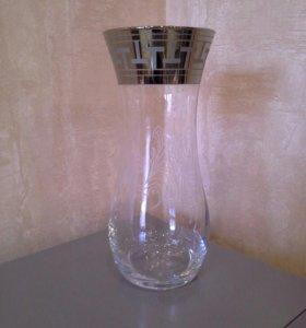 Стеклянная ваза. 25,5 см.