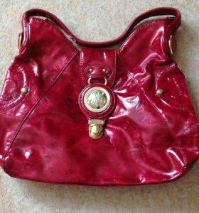 Натуральная лаковая сумка