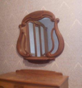 Камод,зеркало и две тумбочки.