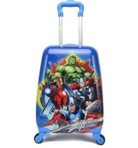 Новый детский пластиковый чемодан на колесиках