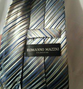 Костюм Boston (км 330), рубашка Roberto Gabbani.