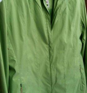 Новая, легкая куртка